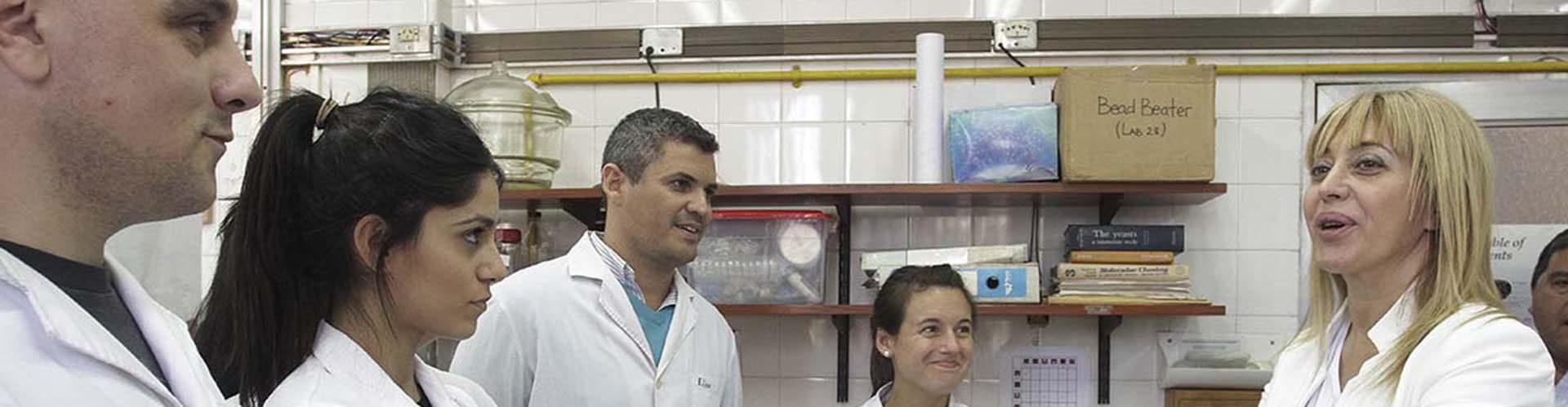 Manzur y Chahla visitaron los laboratorios de PROIMI