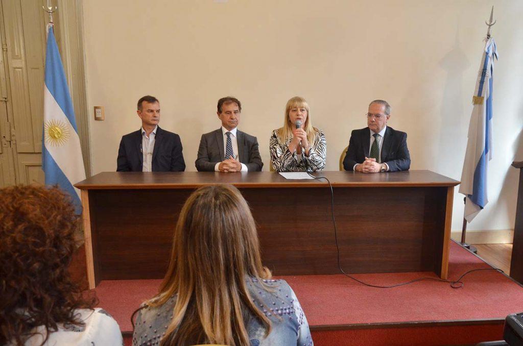 La ministra present el programa provincial de accidente for De que se encarga el ministerio del interior