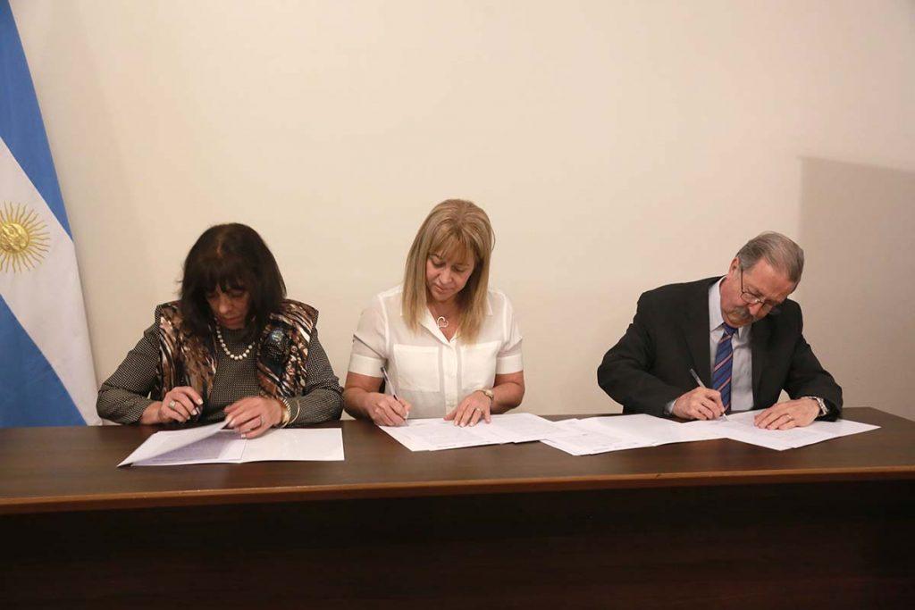 Importante firma de acta acuerdo entre Salud, Facultad y Colegio de Bioquímicos