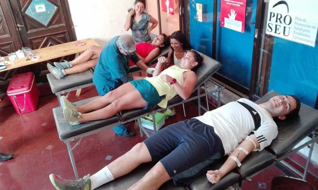 Alumnos de la Facultad de Educación Física se sumaron a la donación voluntaria de sangre