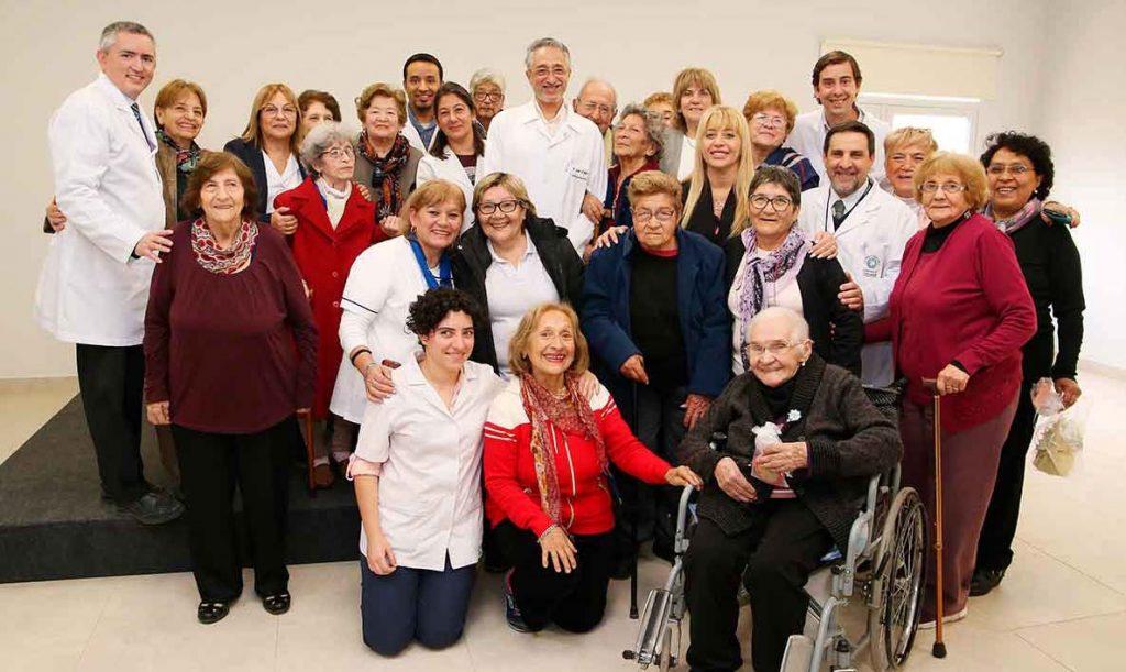 La ministra Chahla compartió un desayuno con pacientes de la Escuela de Adultos Mayores del Avellaneda