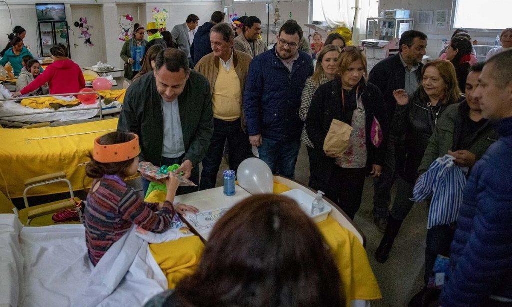 En el hospital de Monteros los pequeños también fueron agasajados