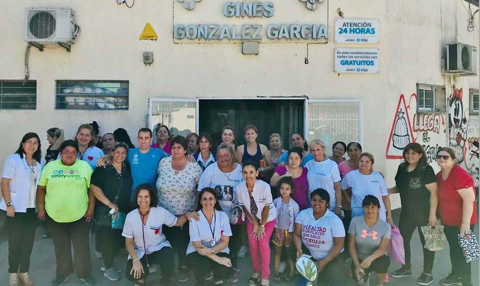Vecinos y personal de la policlínica Ginés González García celebraron los 100.000 Corazones