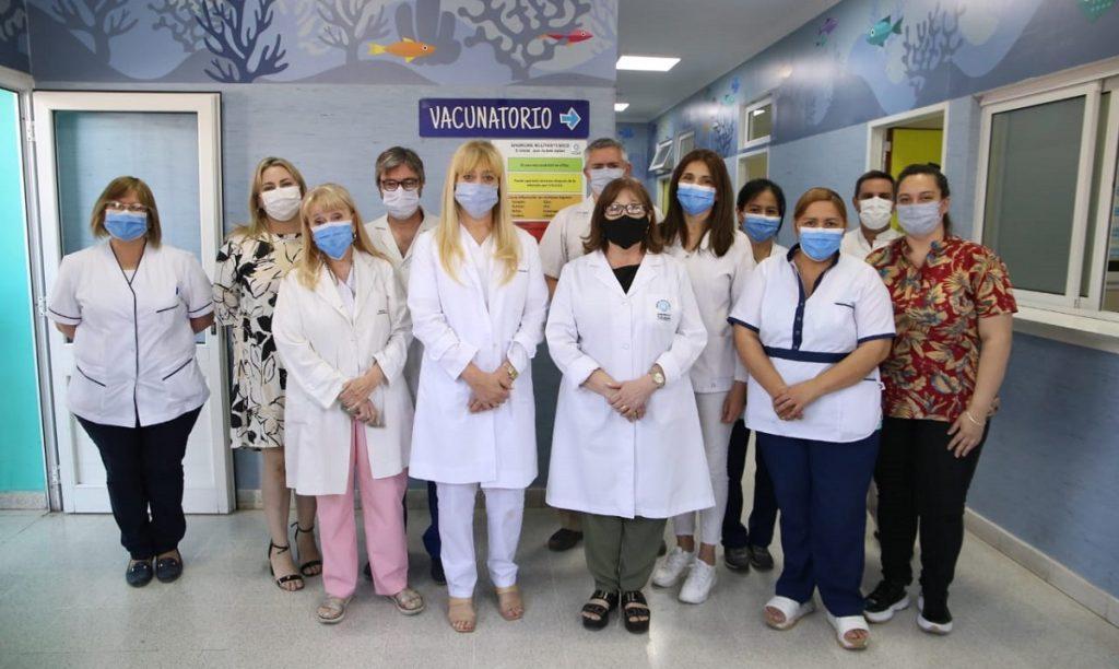 La ministra visitó el vacunatorio del hospital del Niño Jesús